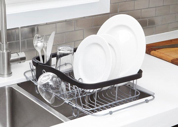 Umbra Sinking multifunkciós edénycsepegtető, mely a mosogatómedence fölött van elhelyezve